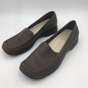 Bass style Vista Loafers in Brown size 5.5